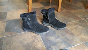WOMEN'S SIZE 7.5 WIDE SUEDE BOOTS BY NATURALIZER Peterborough Peterborough Area image 1