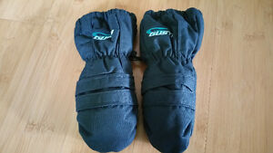 Brand new Gusti winter mits - 4-6 X (M)