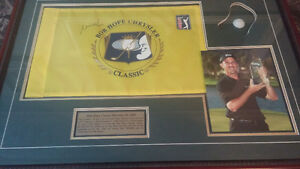 Beautiful mike weir autographed pin flag framed picture