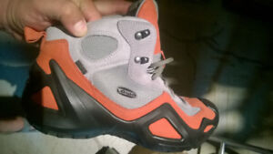 Like New Lowa mid-height trail shoes 9.5 US - Men's