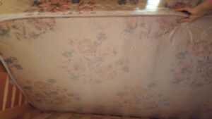 Twin size mattress with box in good condition Kitchener / Waterloo Kitchener Area image 4