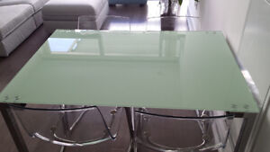 NEW PRICE!!! HAS TO GO TODAY!!! Beautiful Glass Top Dining Table