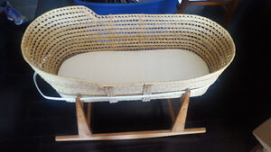 Jolly Jumper Moses Basket with pad and stand