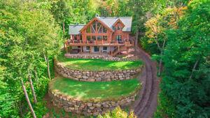 Majestueuse maison en bois rond avec vue sur l'eau