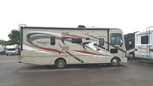 2014 Pursuit A Class 30ft with King Bed and Electric Bunk