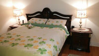 5 pieces queen bed room set/set chambre a coucher