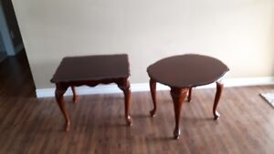 Set of two end tables