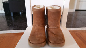 Kids UGGS size 7 youth