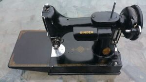 Vintage Singer Featherweight Portable Sewing Machine Model 221