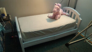 Excellent condition toddler bed $50