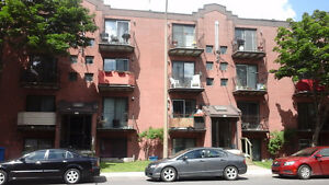 near Atwater Downtown Condo style apt $795/ 2br.-4 1/2