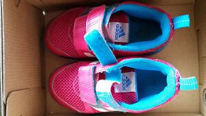 Size 9 girls running shoes adidas