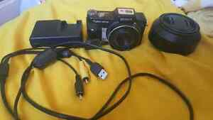 Sony Cyber Shot DSC-H10 point and shoot camera