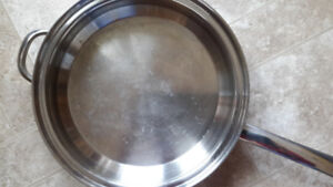 Pan with egg poacher attachment (lid included)