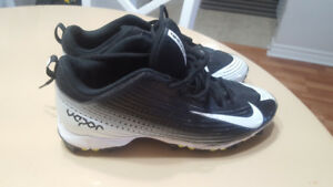 NIKE CLEATS for Sale-Size 8-Very Close to Brand New.