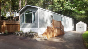 New custom mobile home in beautiful Victoria Park setting