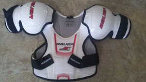 Bauer YOUTH LARGE shoulder pads upper body gear