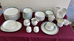 Pfaltzgraff Juniper series, 12 place setting