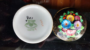 Plant TUSCAN - Covered Powder/Pill Dish - Porcelain Flower Top North Shore Greater Vancouver Area image 4