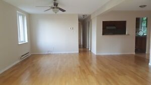 $1500 - 3-bedroom apartment in a house  Keele St /St. Clair Ave