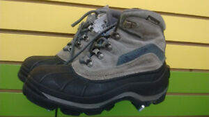 (304A) Size 7Adult Winter Boots COLUMBIA