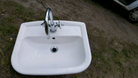 Recessed wash hand basin