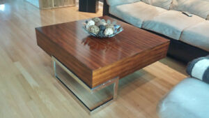 Table de salon en bois massif de style contemporain