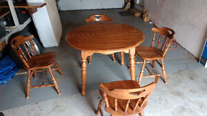 Kroehler solid wood table and 4 chairs