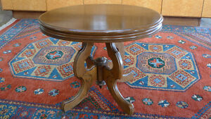ANTIQUE VICTORIAN(SCOTTISH STYLE) MAPLE ACCENT TABLE
