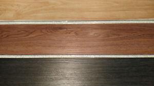 Plancher flottant en vinyle (neuf dans les boîtes)