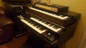 Hammond Piano with Black Leslie Speaker