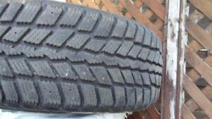 4 pneus d'hiver à vendre. Nexen 205/55/R16