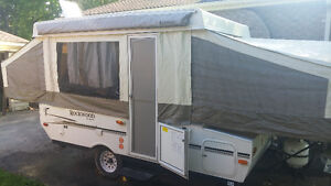 2012 Pop-up camper with automatic lift