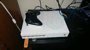 Like New Xbox One S 1TB and One Controller