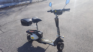 Scooter à gaz comme neuf