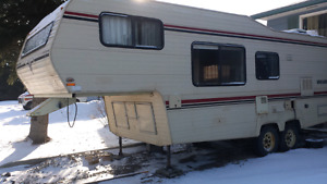 Reduced 25ft Vanguard fifth wheel