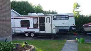 25 Fifth wheel trailer with hitch