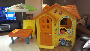 DORA PLAY HOUSE AND MATCHING WATER TABLE