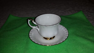 """Royal Albert """"Val D'or"""" Cup & Saucer Cambridge Kitchener Area image 4"""