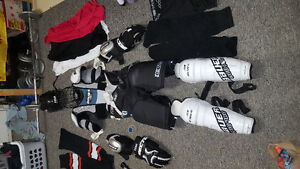 Men's Hockey Equipment with Bag Lightly Used Great Condition