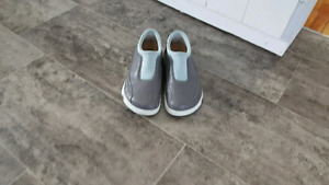 REDUCED...FOOTBRINTS BY BIRKENSTOCK