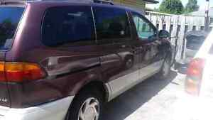 SELLING 1998 TOYOTA SIENNA MINI VAN --- WILL GO FAST!!