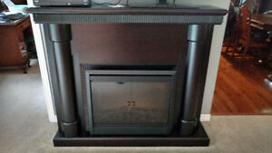 Electric fireplace and surround/mantle for sale Kawartha Lakes Peterborough Area image 2