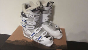 Salomon ski boots Girls size 25.5 Youth - used 5 times West Island Greater Montréal image 1