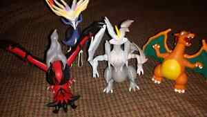 FOR SALE. POKÉMON FIGURES FOR TRADE FOR VIDEO  GAMES.