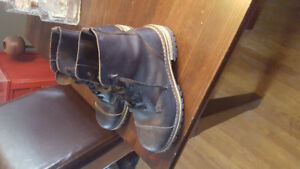 Getta Grip by Doc Martin men's size 9 boots almost brand new