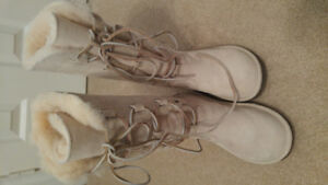 Ugg womens boots -like new - size 8