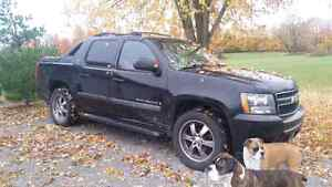 2007 chevrolet avalanche 6500 obo or trade for??