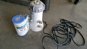 Pool pump with filter, no hose/pipe.