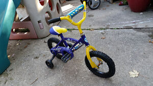 "12"" Toddler or first bike with training wheels Windsor Region Ontario image 2"
